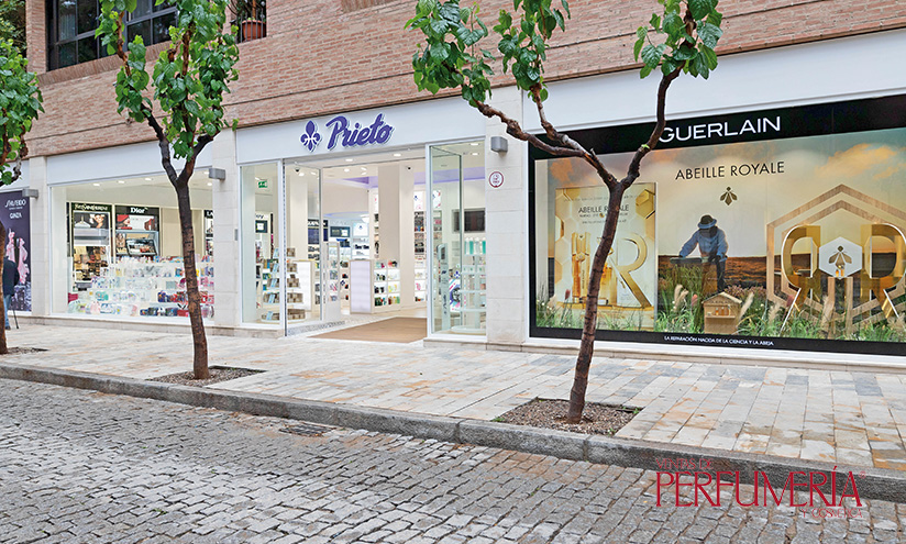 Exterior de una de las tiendas de Perfumería Prieto